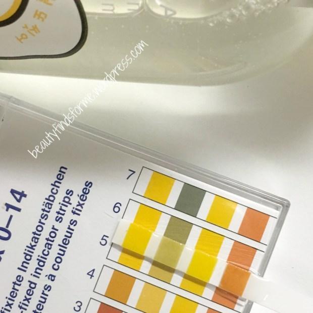 holika.holika.gudetama.oiltofoam.cleanser.pHtest.jpg